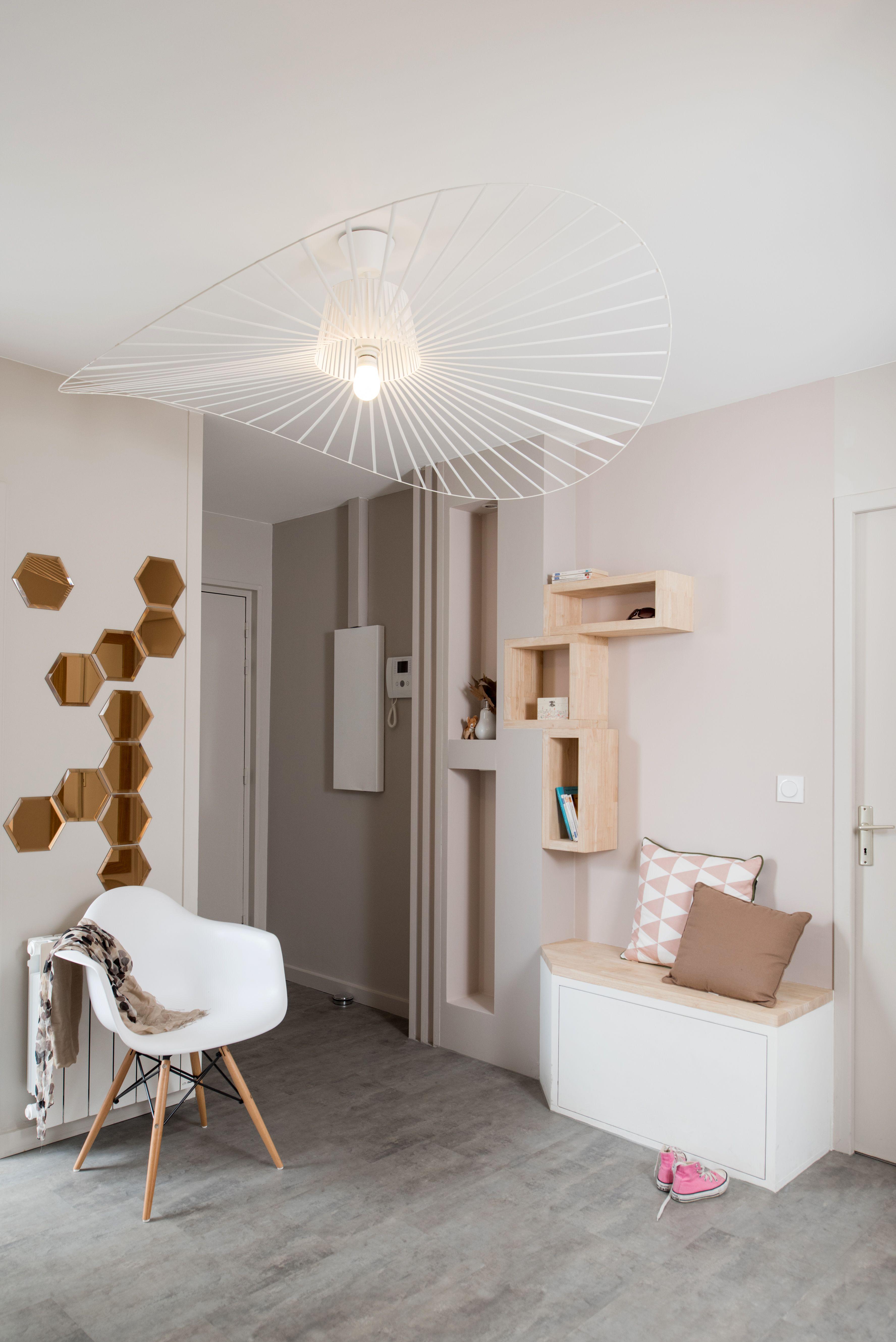couleurs pastel et meubles en bois clair cette entr e d 39 un appartement lyonnais a t relook e. Black Bedroom Furniture Sets. Home Design Ideas