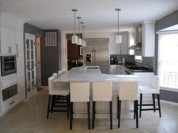 nice kitchen to entertain-perfect for a smaller space--who needs a