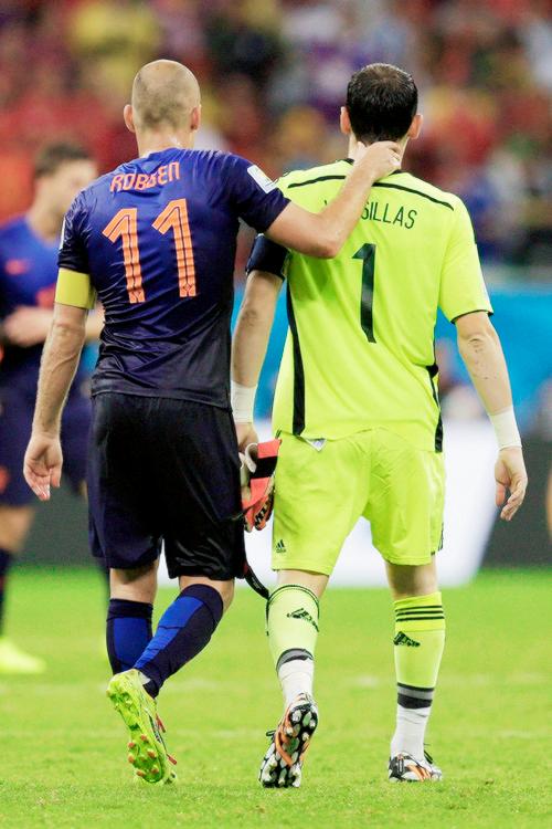 Arjen Robben, Iker Casillas - Netherlands vs Spain | Fútbol, Deportes,  Thing 1