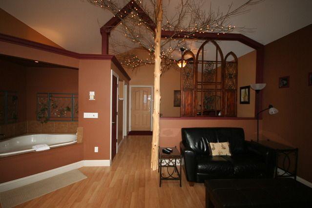 Inside The Abbey At Oak Crest Tree House Comes With Full Kitchen Excellent Value Attentive Service Tree House House Room