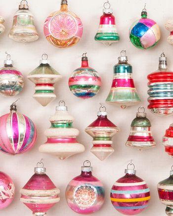 Ornament Wreath Urn | deco | Pinterest | Christmas Ornaments, Vintage  christmas and Vintage christmas ornaments - Ornament Wreath Urn Deco Pinterest Christmas Ornaments