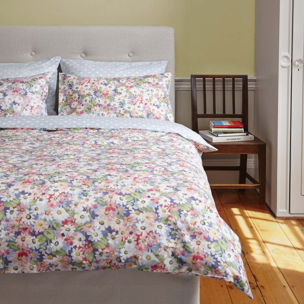Painted daisy bedding bedding ranges cathkidston my for Cath kidston style bedroom ideas