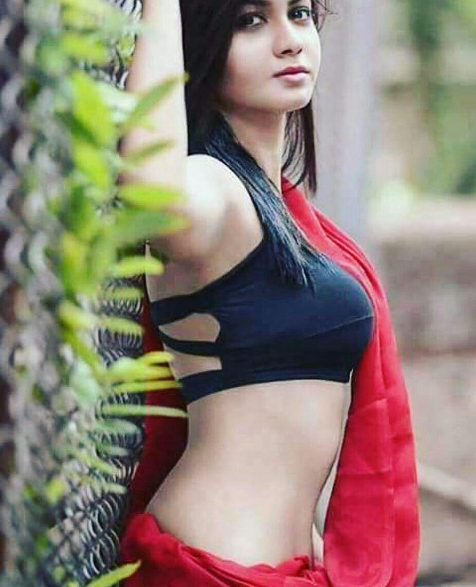 Saree boobs photos