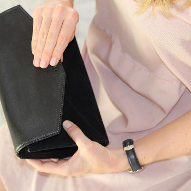 Buy it at www.bydansti.com #bydansti #bag #bags #clutch #clutchbag #black #leather #envelopebag #pinkdress #pinknails #pink #light #pictureoftheday #picoftheday #onlinestore #watch #dwwatch #loveit #beautiful #scandinavianstyle #scandinaviandesign #closeup #veske #svart #nettbutikk #semsketskinn #rosa