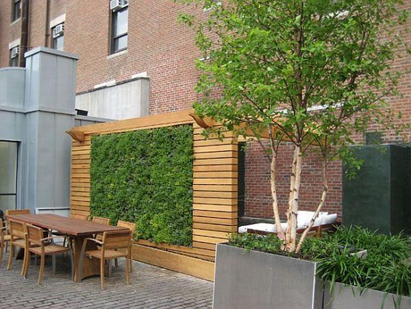 vertikale begrünung holzwand dachterrasse idee | Gartenoase ...