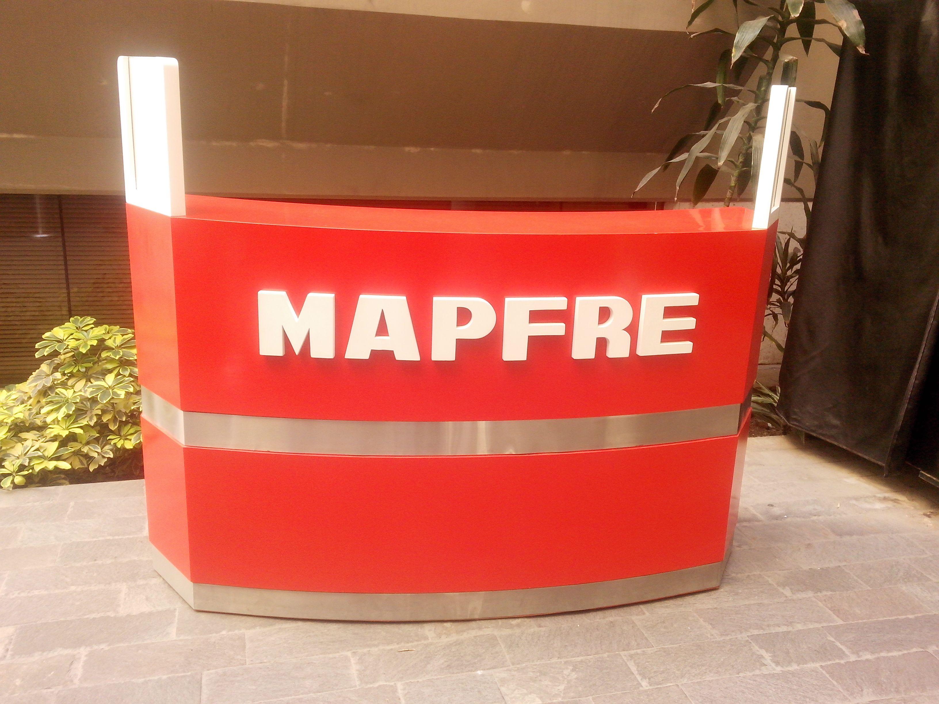 Mueble de atención en oficinas principales MAPFRE