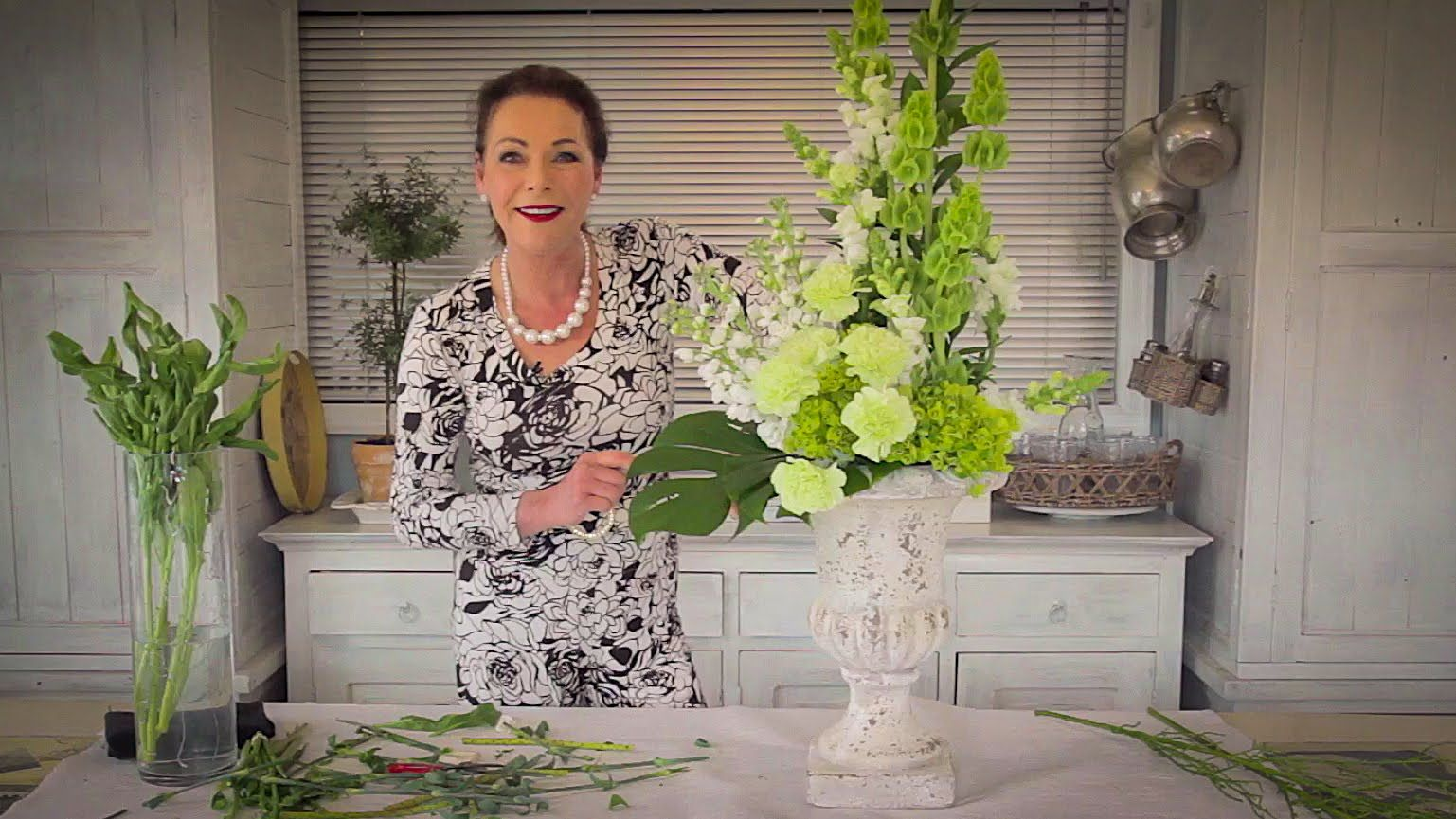 Floristry Tutorial: How to Arrange with Tall Stately Flowers