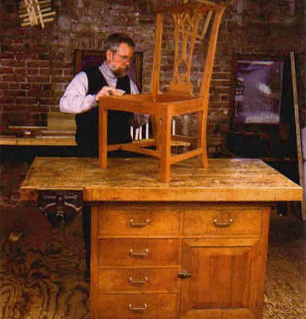 A Workbench That Works By Phil Lowe Fww 143 Woodworking Workbench Designs Woodworking Workbench Workbench