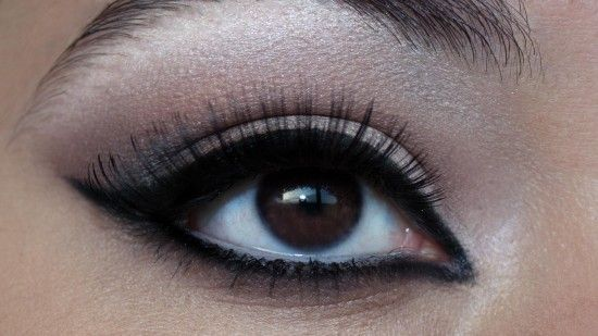 Neutral Winged Liner Look
