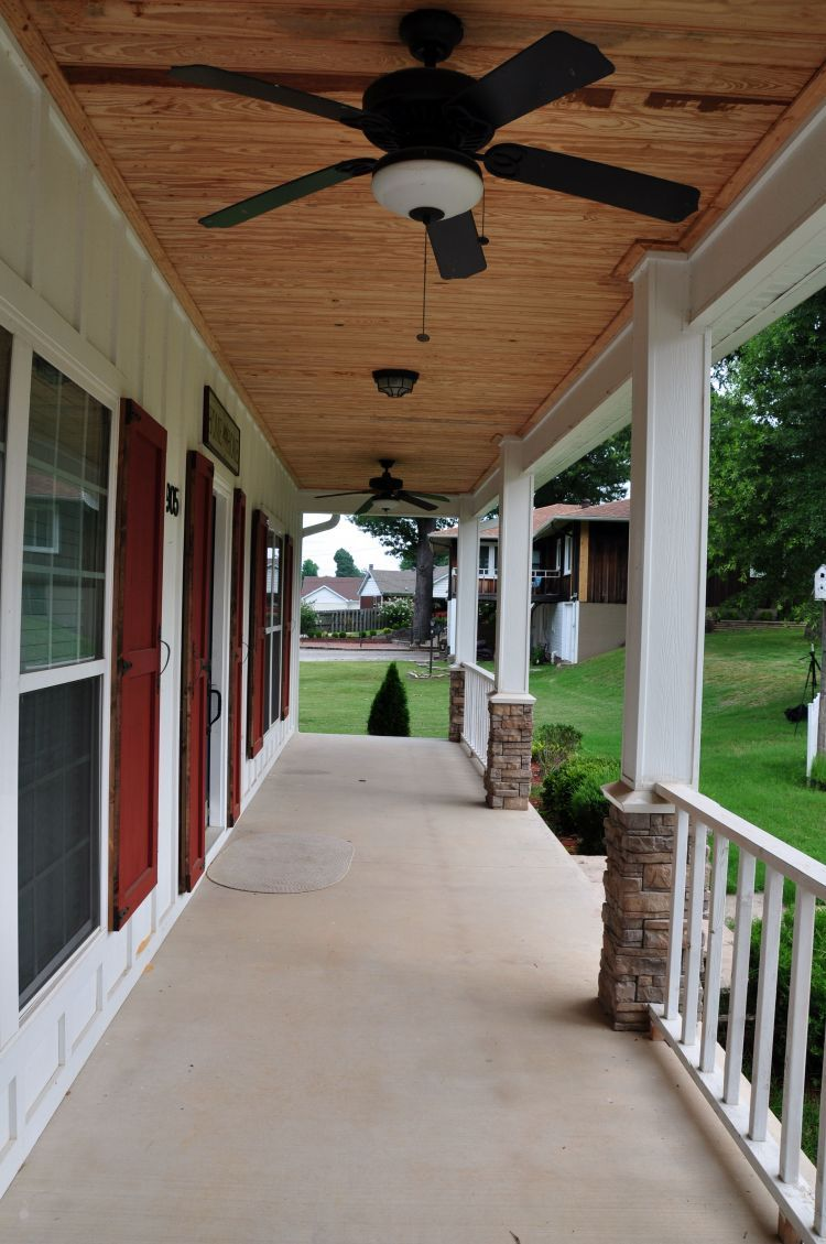 We Re Loving The Front Porch Of This Cape Cod Style Home There S Plenty Room For Outdoor Furniture Plus It Has 2 Ceiling Fans