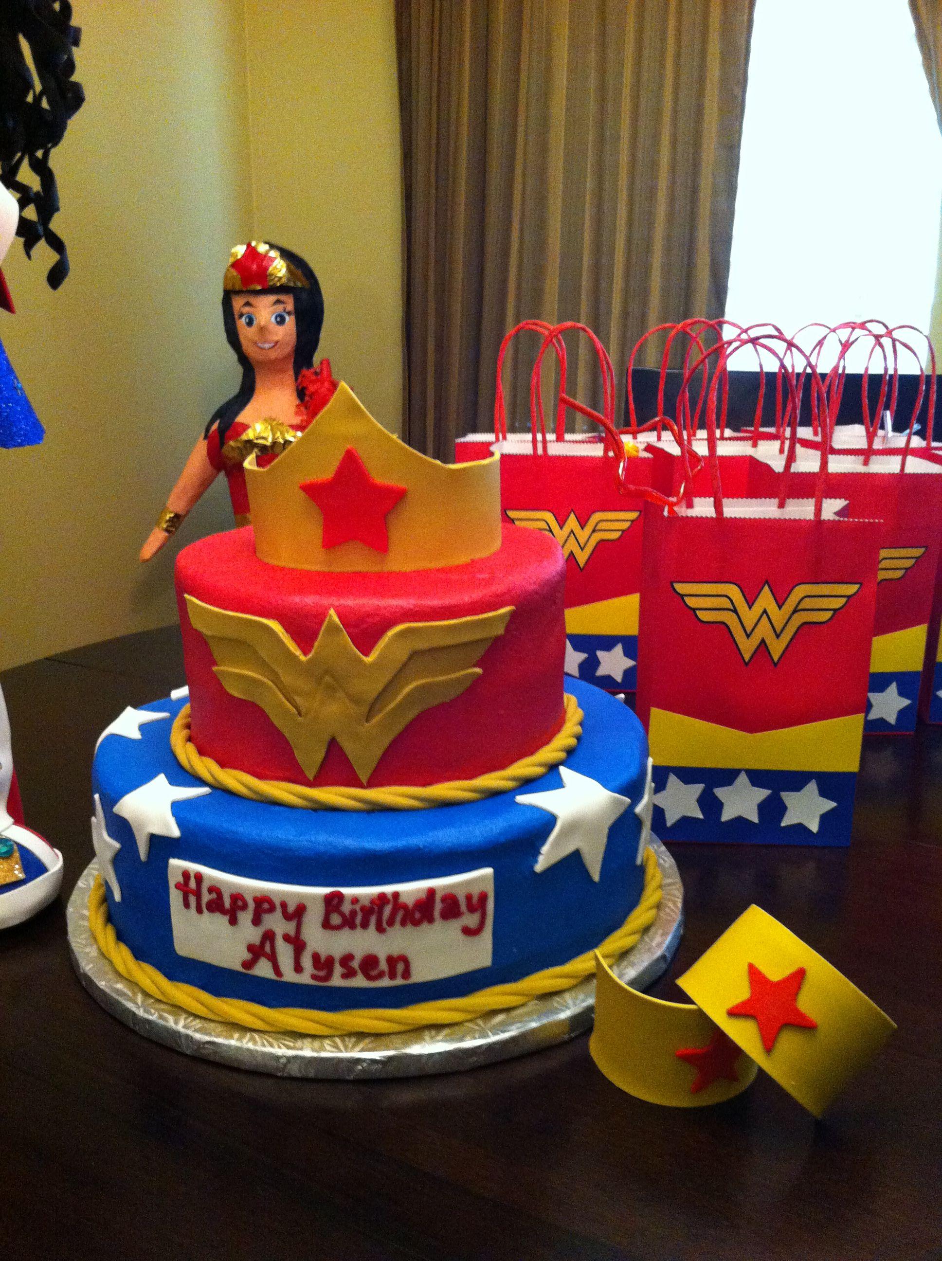 Wonder Woman cake! | Wonder woman cake, Wonder woman ...