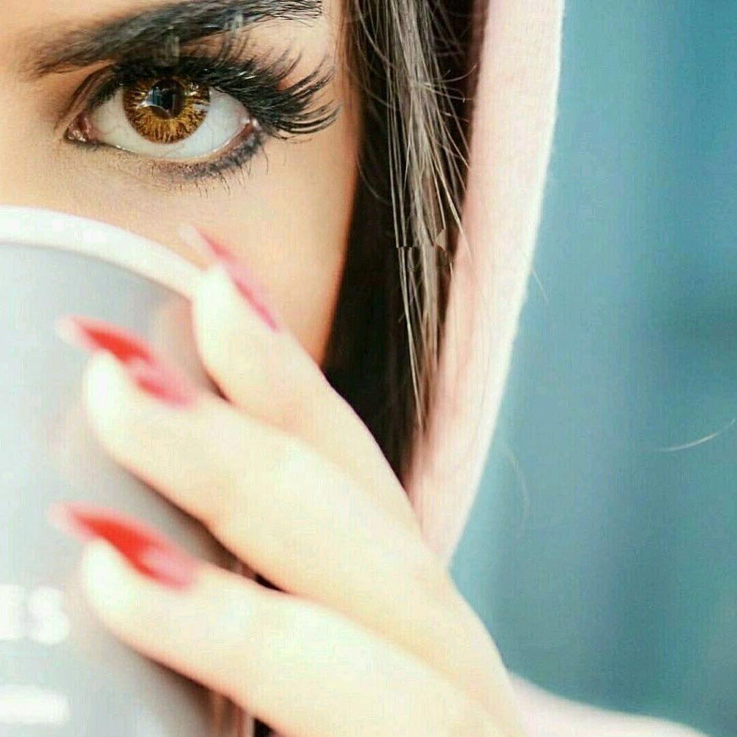 تعجبني الأرواح الراقية التي تحترم ذاتها وتحترم الغير تتحدث بعمق تطلب بأدب تمزح بذوق تعتذر بصدق وترحل بهدوء خ Girls Eyes Beauty Face Lovely Eyes