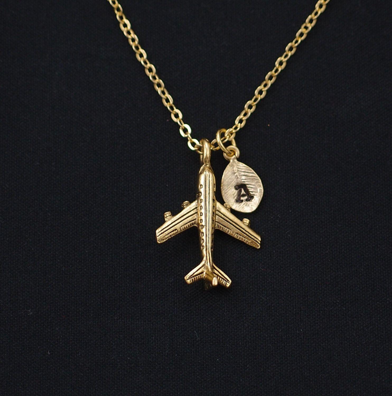 203af40ea857 inicial de collar collar de avión encanto de oro por vespestudio ...