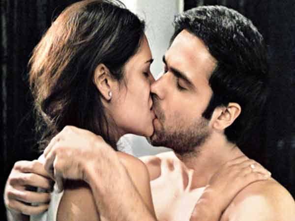Emraan Hashmi Kissing Esha Gupta