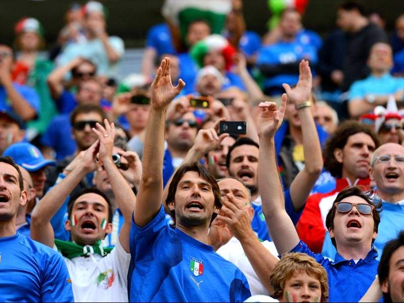 Italy Fans Cheering Their Country In Football Game Fifa World Cup