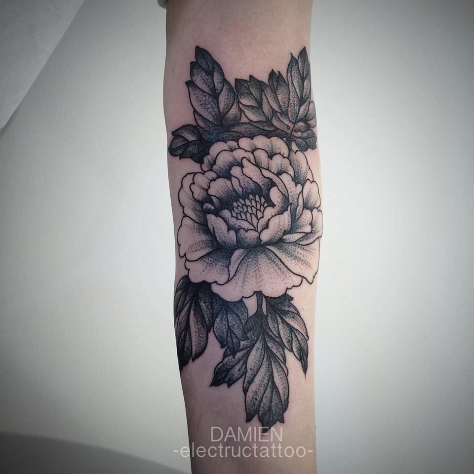 tatouage noir pivoine tattoos tatouage pivoine tatouage et tatouage fleur. Black Bedroom Furniture Sets. Home Design Ideas