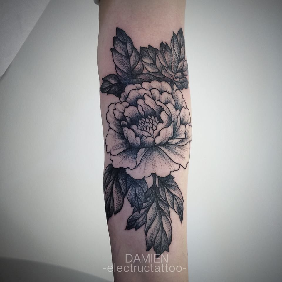 tatouage noir pivoine tattoos pinterest tatouage noir pivoines et tatouages. Black Bedroom Furniture Sets. Home Design Ideas
