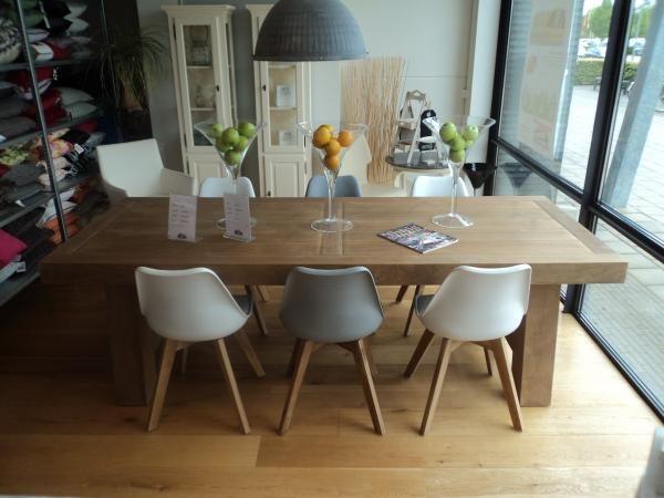 Teakhouten tafel met kunststof stoelen en houten onderstel wonen pinterest producten met - Tafel en witte stoelen ...