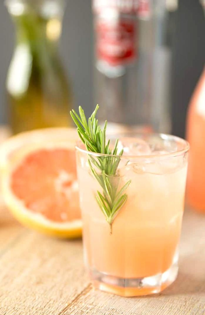 Rosemary Greyhound Cocktail Vodka And Grapefruit Juice With A Rosemary Infused Sim In 2020 Greyhound Cocktail Grapefruit Cocktail Recipes Signature Cocktails Wedding