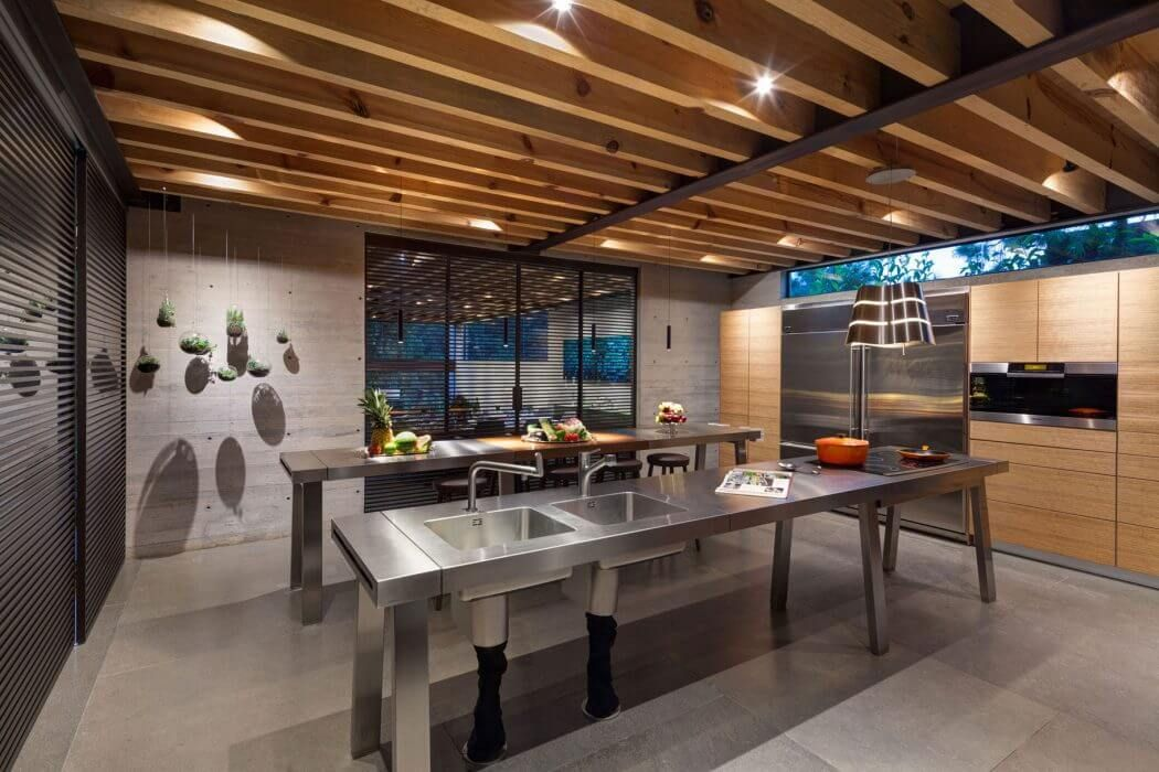 Contemporary Home in Mexico Features Glass Walls and Steel Bridges - http://freshome.com/contemporary-home-Mexico/