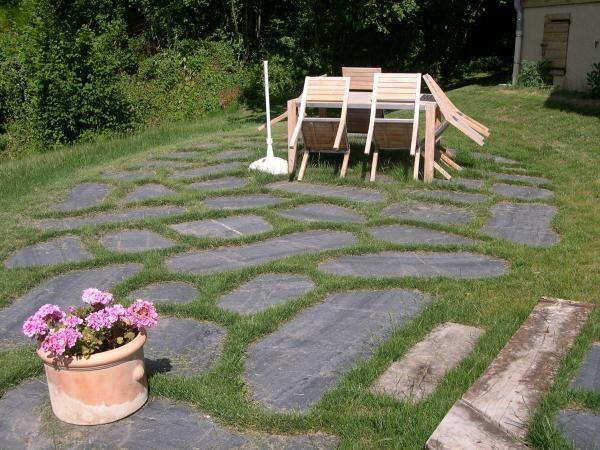terrasse pierre naturelle ardoise joint gazon paysagiste annecy paysagiste poisy paysagiste. Black Bedroom Furniture Sets. Home Design Ideas