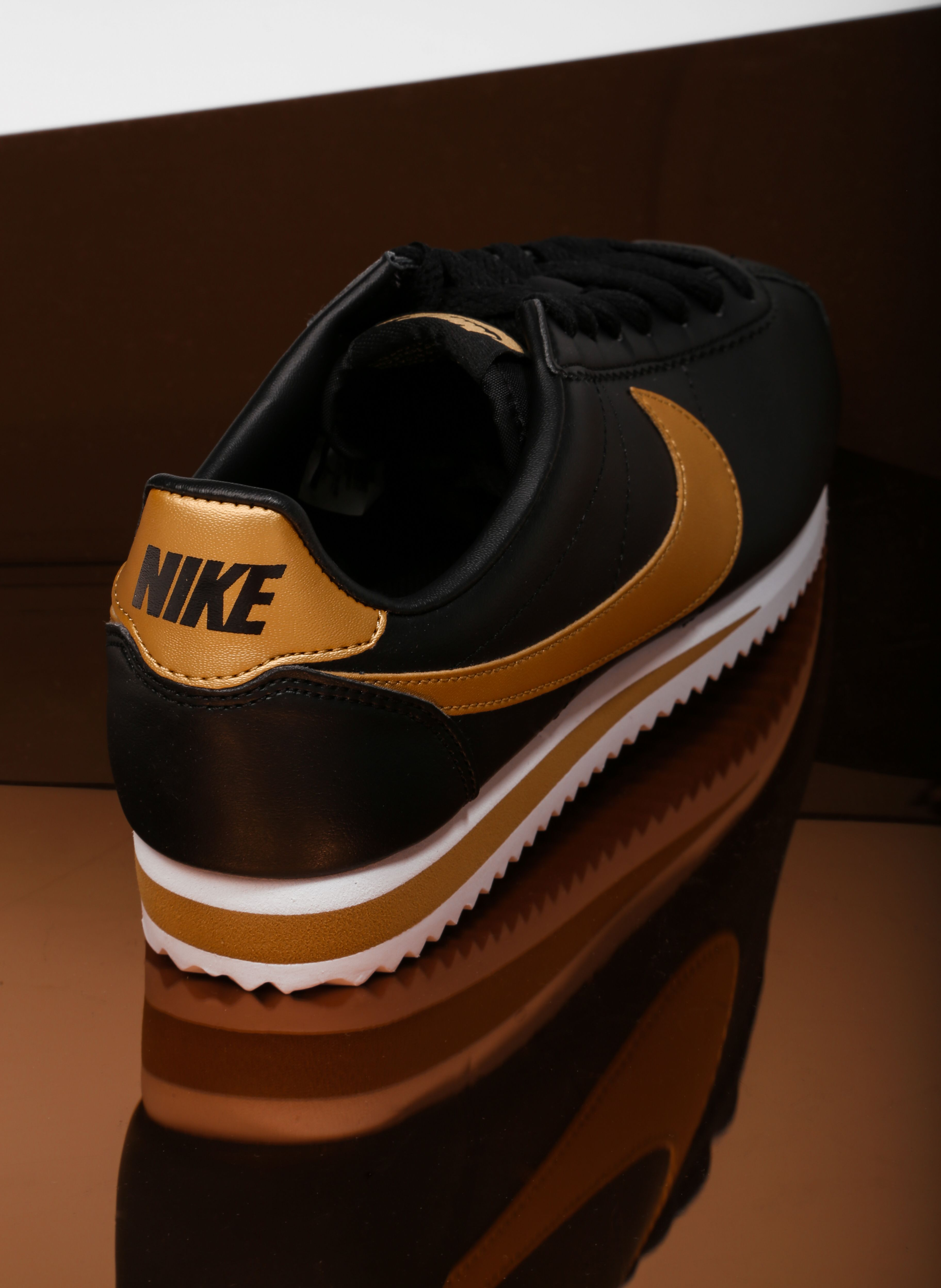 completamente Evaporar Oponerse a  🔥OMG🔥 Si nos consideramos fans incondicionales de las Nike Cortez con  esta combinación de c… | Zapatos nike negros, Zapatos nike hombre, Zapatos  hombre deportivos