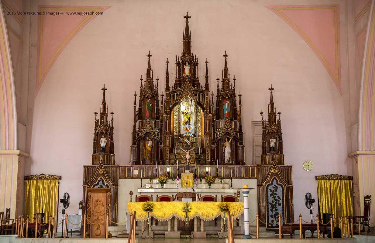 Mount-carmel-Kathedral-Altar,-Aalappuzha-001