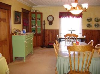 Dining Room - Nestle Inn Bed & Breakfast
