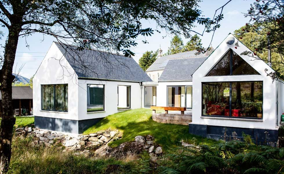 White Modern Bungalow In Green Garden In 2020 Building A House