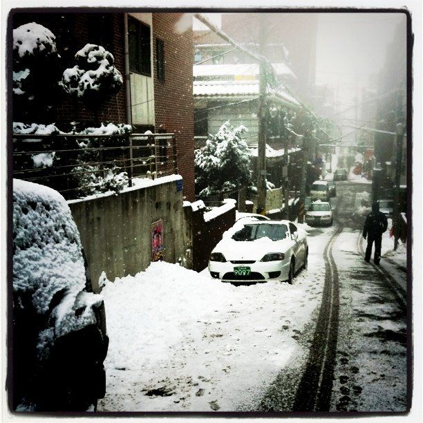 madowl452 / Hoin Cha / 낙성대역 (Nakseongdae Stn.) / #골목 #길 #눈 / 서울 관악 / 2010 12 30 /