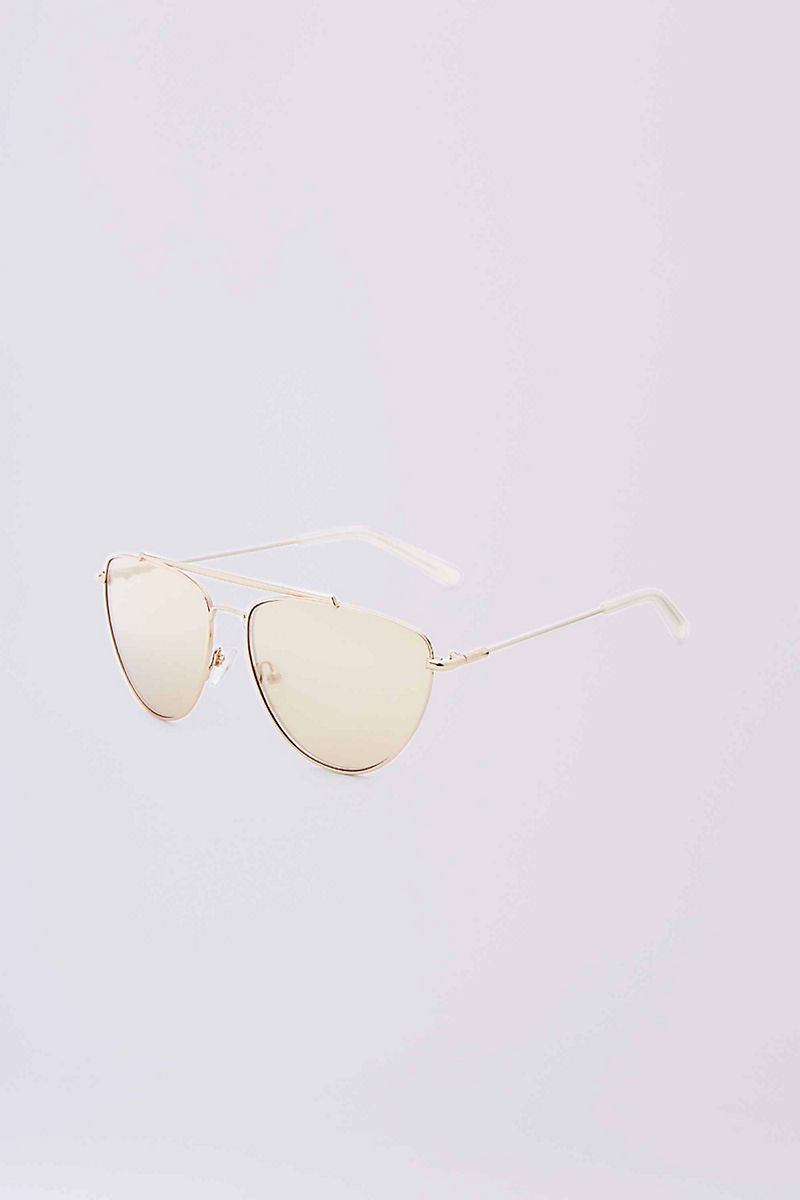 The Krista is a classic aviator that flatters any face shape.