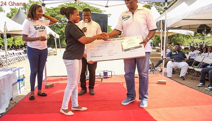 Dalex Finance Rewards Another Set of Eight Employees with