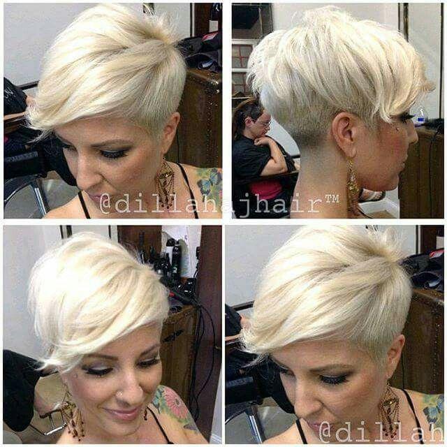 Sie hat kurze blonde haare