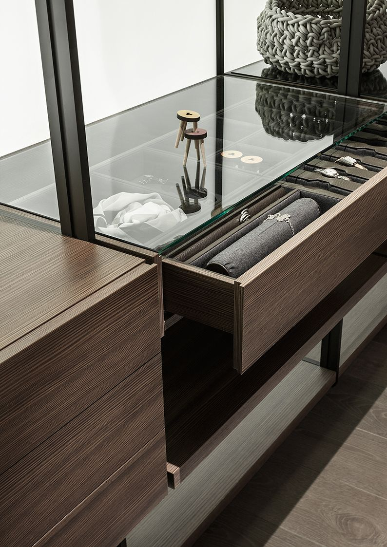 Lema Hangar walk in wardrobe with glass top Diseño de