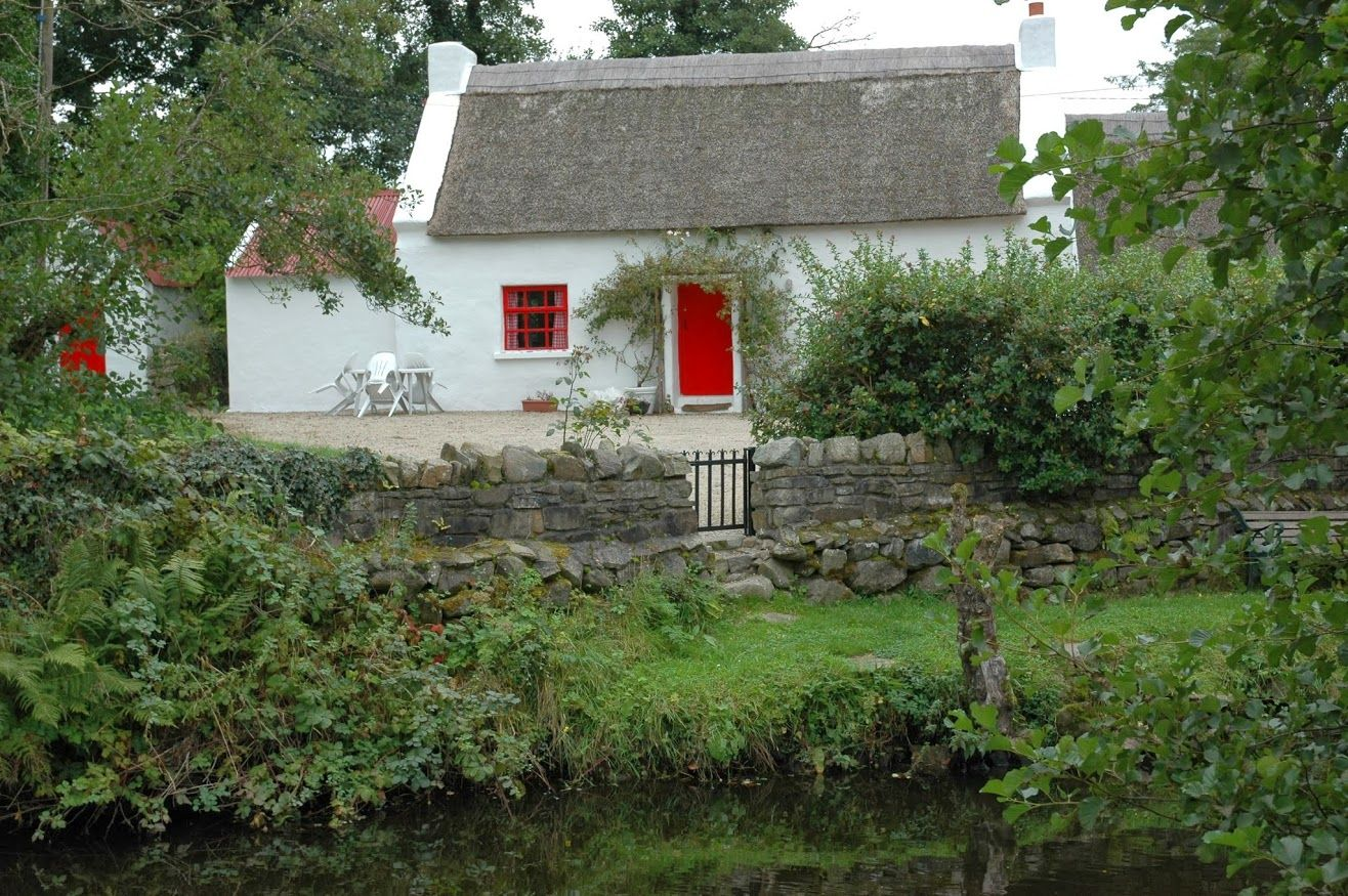 Traditional Irish Thatched Cottage in Co. Donegal  www.wildatlanticway.net