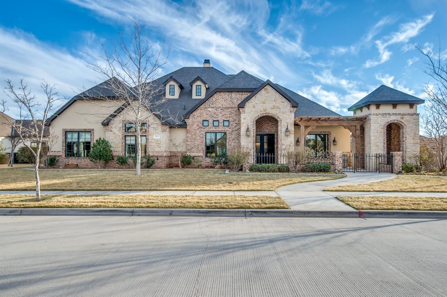 4811 115th lubbock is a magnificent estate and was in the