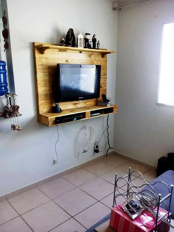 Pallet TV Panel - Beautiful Pallet Creations for Your Home - 101 ...