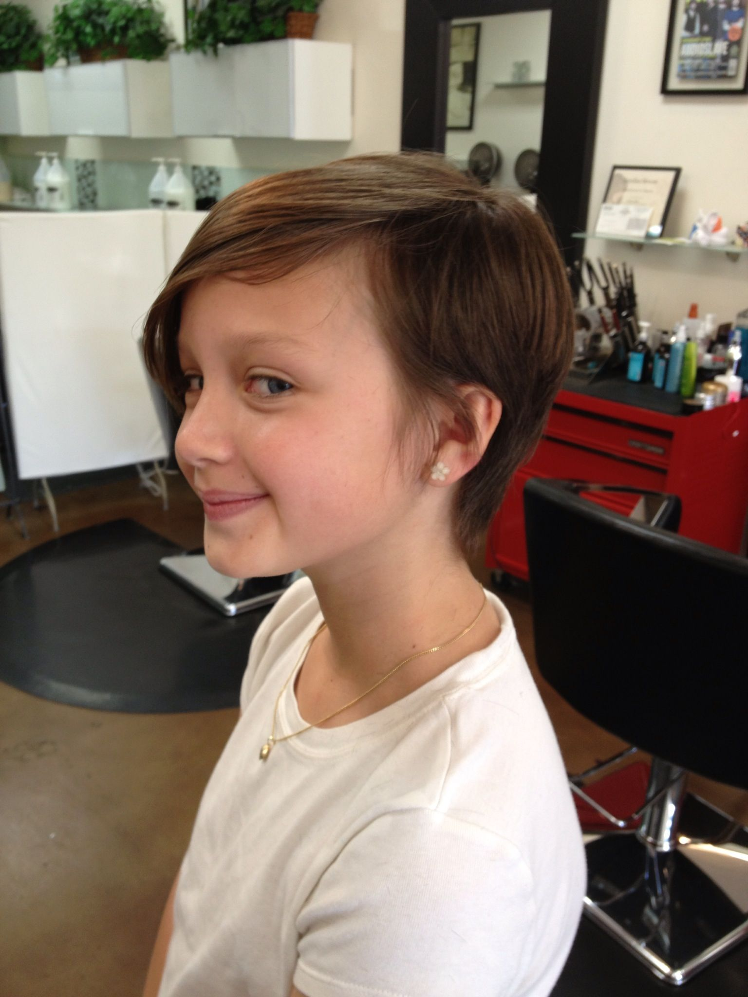 cool pixie cut for a tween. | hairstyles-short/pixie | girl