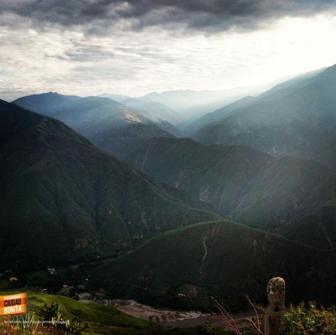 Amanecer en el imponente Cañón del Chicamocha, gracias @colombiaenfotos por compartir esta foto #CañonBUC