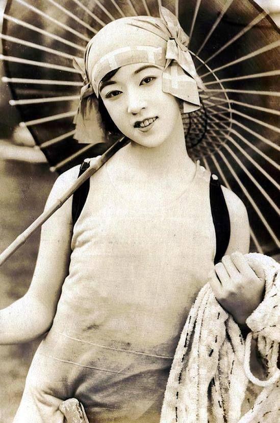 Actress Yukiko Tsukuba ~ popular Japanese silent film star, 1925. Yukiko Tsukuba (筑波雪子, born Yukiko Sato, 1906-77). She became an actress at the age of 16.left the film world in 1936 to become a geisha in Osaka. (Author: Shochiku Kamata Studio 松竹蒲田撮影所)........PARTAGE OF JUST LOVE JAPAN.....ON FACEBOOK......