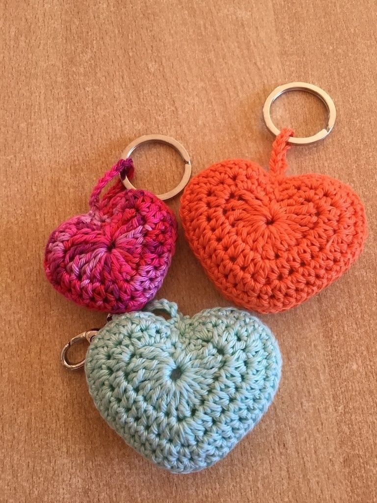 tuto coeur au crochet noel pinterest crochet tricot crochet et crochet keychain. Black Bedroom Furniture Sets. Home Design Ideas