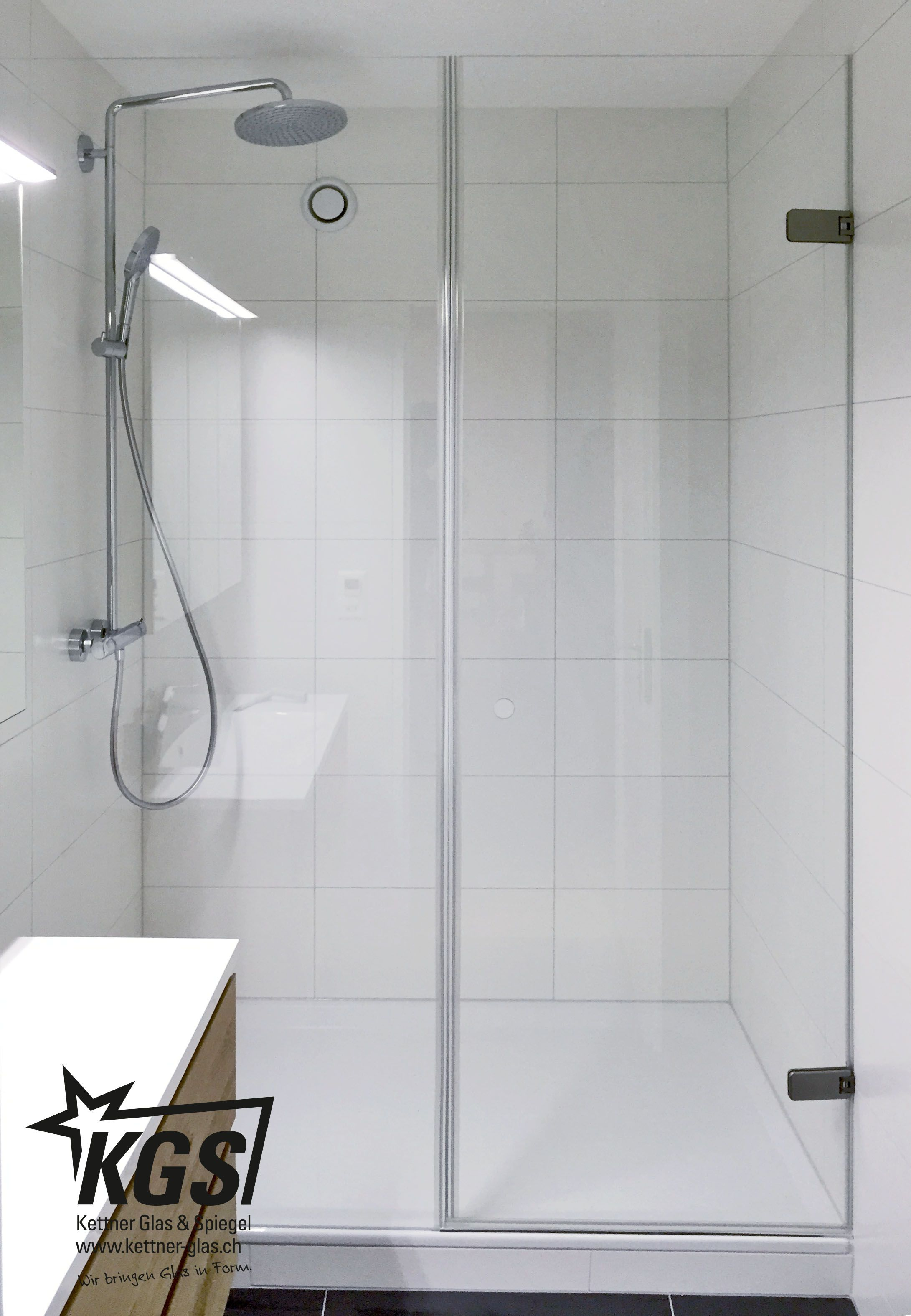 Badezimmer Mit Ganzglas Dusche Als Nischenlosung Umgesetzt Mit Magnetdichtungen Und Rahmenloser Befestigung Dusche Duschkabine Glas Duschkabine