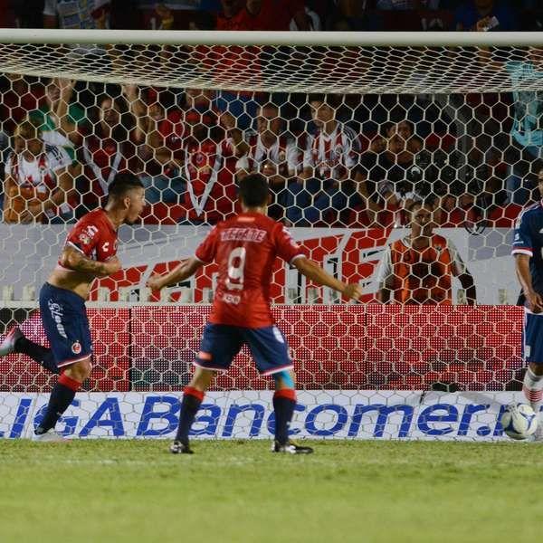 Veracruz victima 2-0 a Chivas al abrir el Apertura 2015