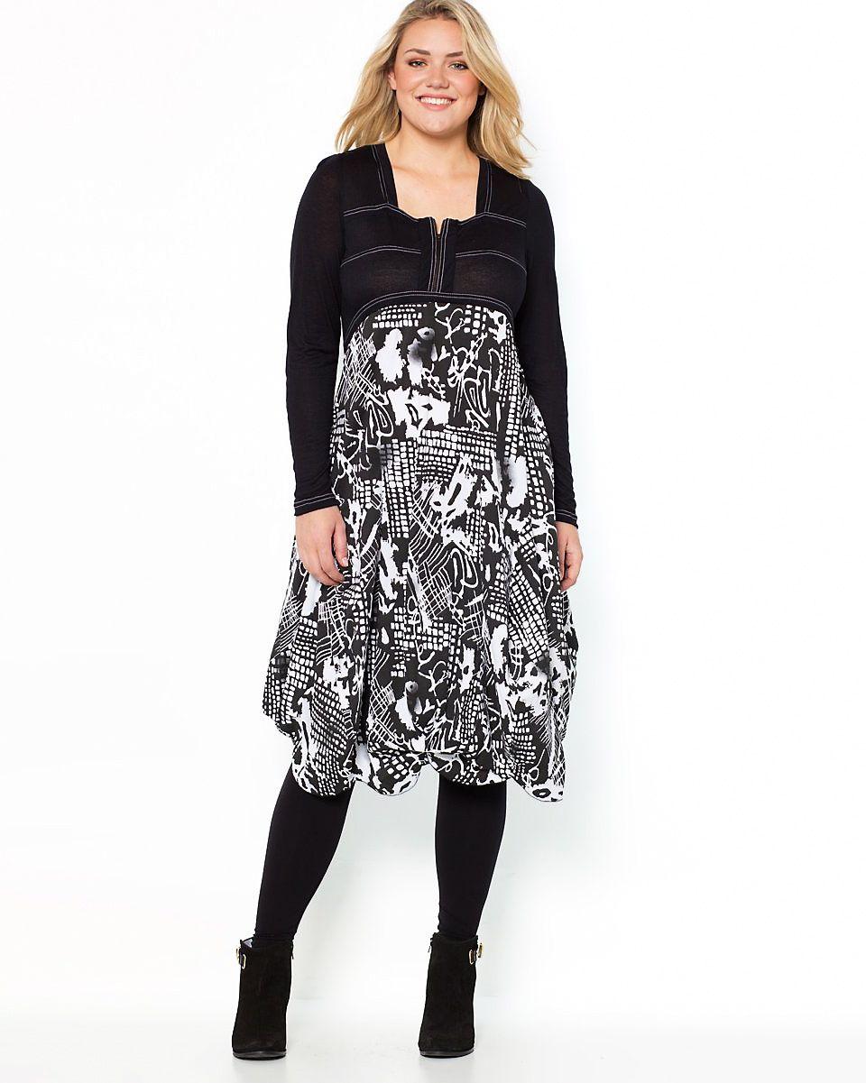 c3368c83 Klänning med lager på lager-effekt med svart bolero över klänning med  grafiskt mönster i