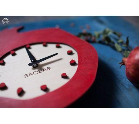 Размер: 40см*36см, толщина 12мм (без крепления) Материал: березовая фанера Цвет: гранатовый + натуральное дерево (подложка) Кварцевый часовой механизм немецкой фирмы Hermle  Срок изготовления: 10 рабочих дней