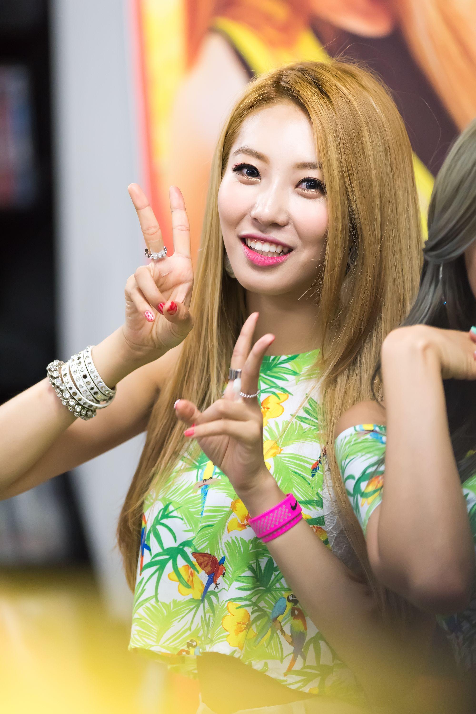 BESTie DaHye Kpop girls, Besties, Pop fashion