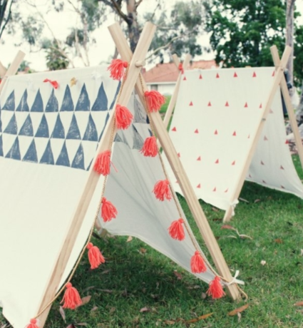 comment fabriquer une tente pour enfant avec peu de mat riel tente enfant id e ext rieur. Black Bedroom Furniture Sets. Home Design Ideas