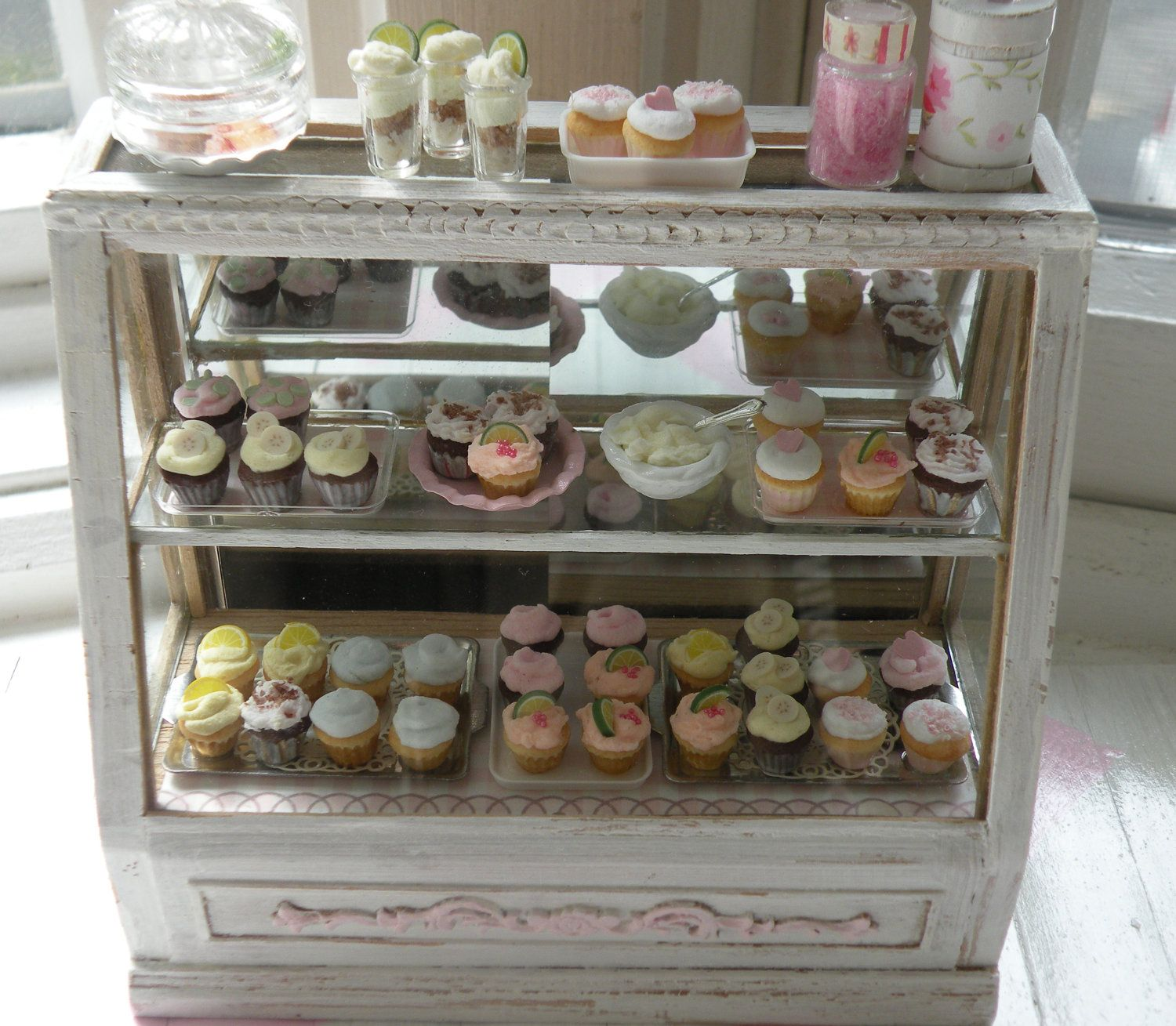 miniature stunning shabby chic bakery counter dollhouses minis pinterest bakeries. Black Bedroom Furniture Sets. Home Design Ideas