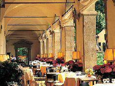 antigo mosteiro do séc. XV jantar no terraço com vista para Firenze. http://www.vamosparaitalia.com.br/firenze.html