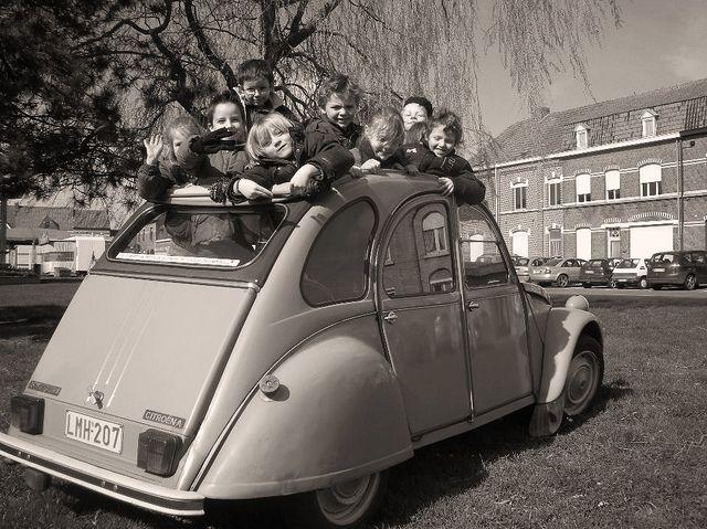 A Whole Class In A 2cv Retro Cars Citroen 2cv Citroen